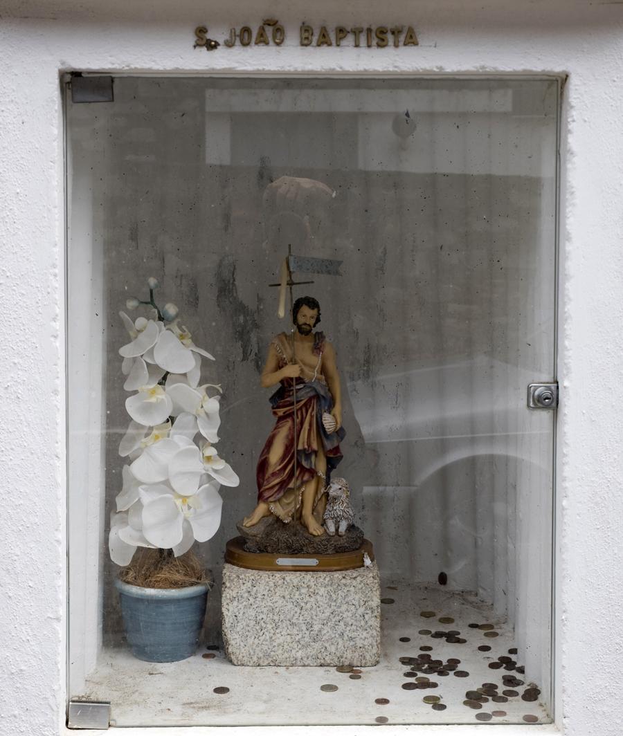 Imagem de São João à entrada da aldeia