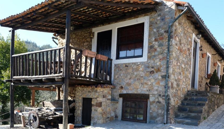 Uma das casas restauradas