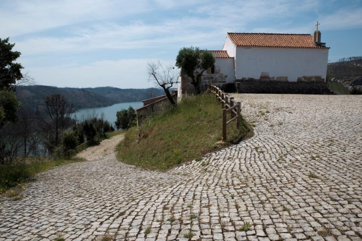 Capela com vista para o Zêzere