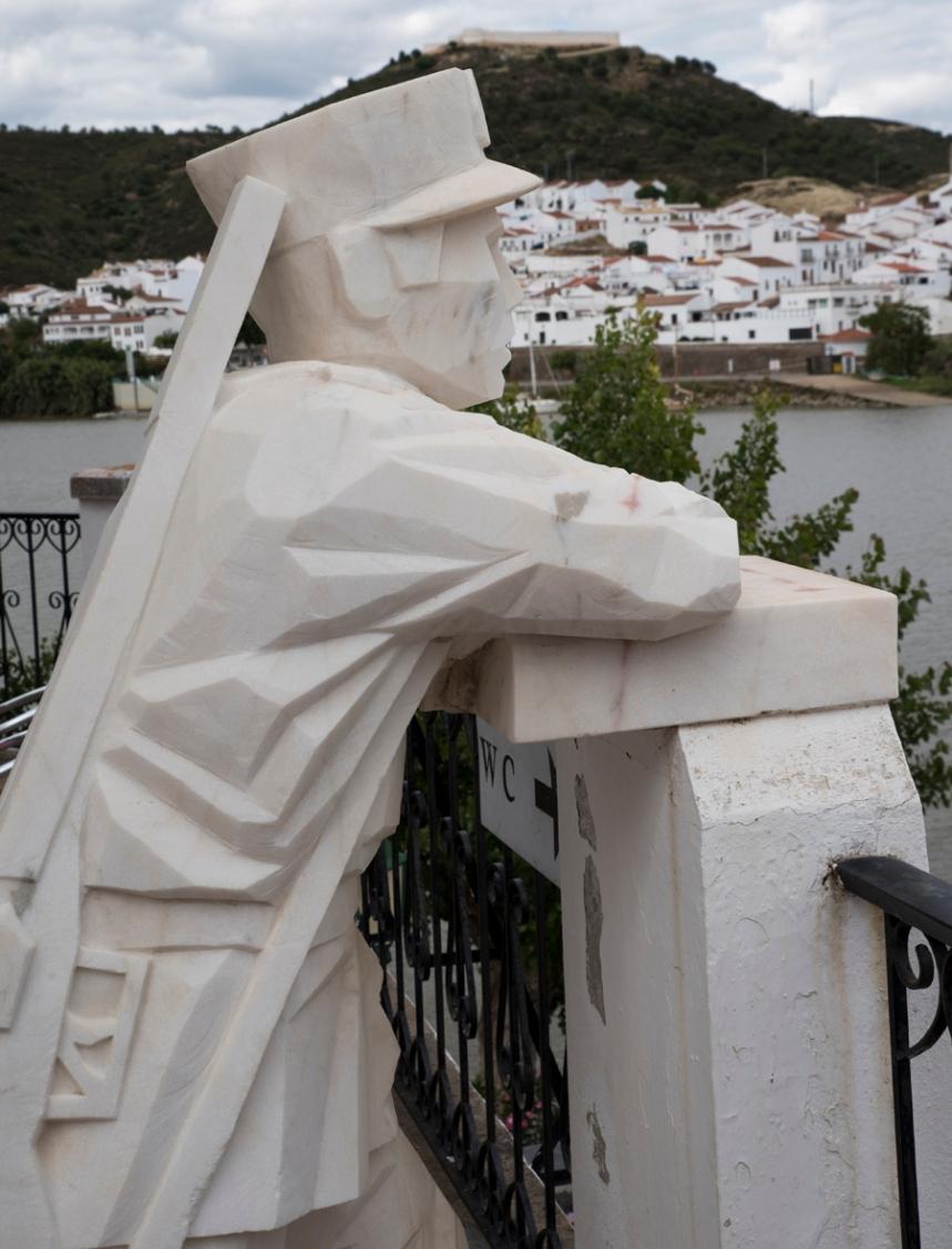 Estátua do Guarda Fiscal em Alcoutim