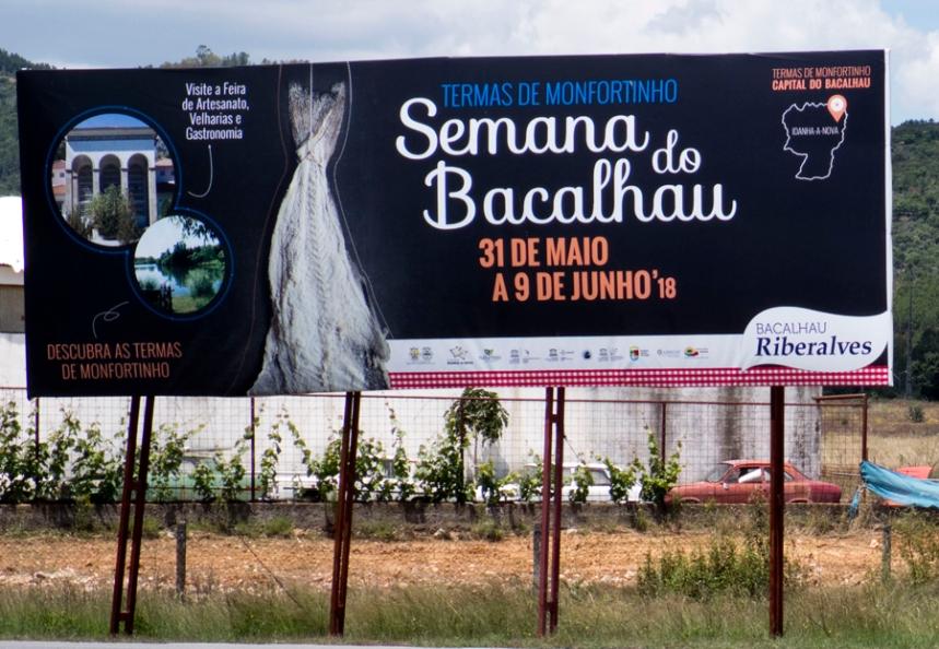 Cartaz à entrada da fronteira