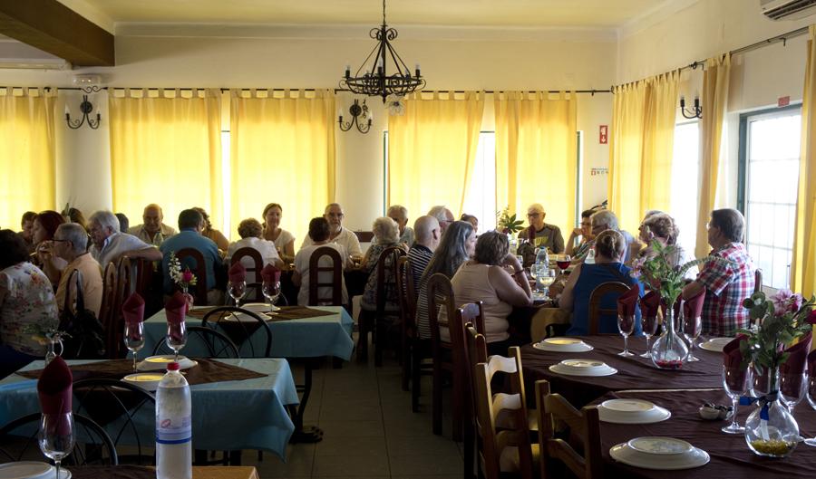 Um grupo de espanhóis no Fontela