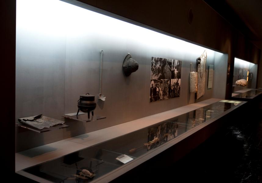 Galeria com utensílios da pesca do bacalhau e da rotina de um bacalhoeiro