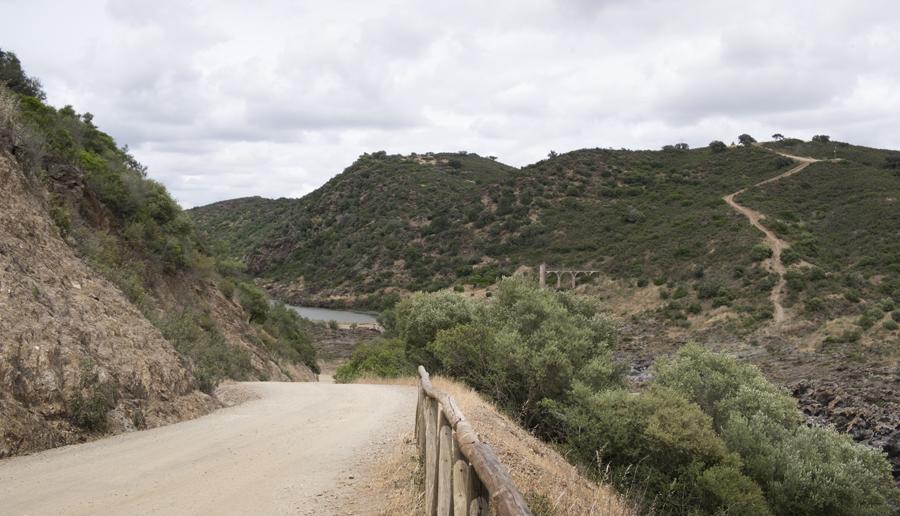 Estrada de terra batida próximo das cataratas