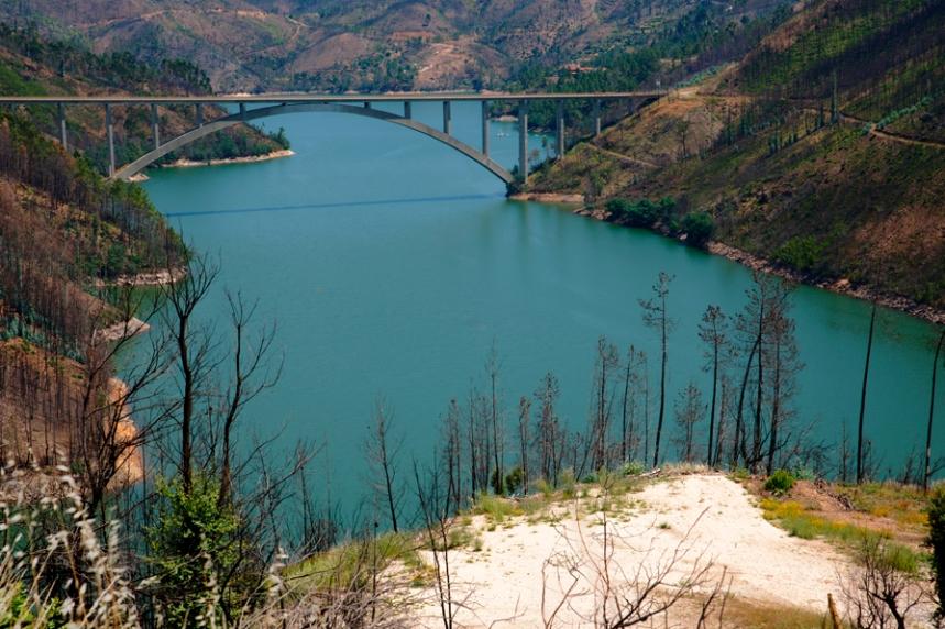 Vista para a ponte entre Ferreira do Zêzere e Vila de Rei