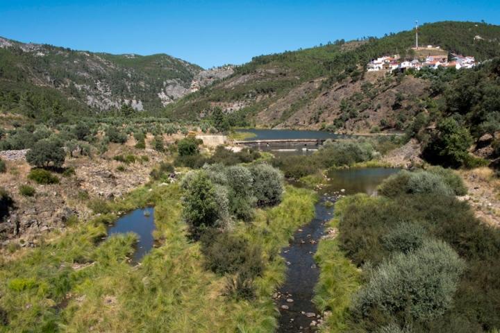 Vista de Foz do Cobrão a partir da ponte sobre o Rio Ocreza