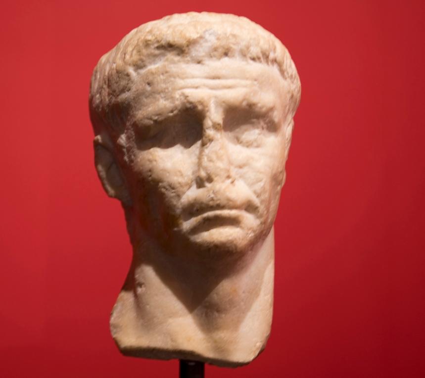 Escultura do imperador Cláudio