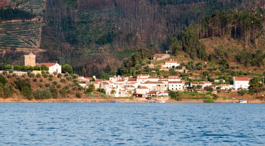 Dornes fica numa pequena península no meio do Zêzere, no concelho de Ferreira do Zêzere