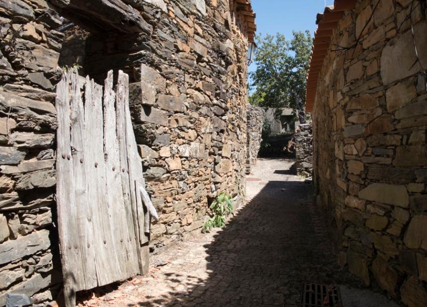 As casas mantêm a traça e materiais de há muitas décadas atrás