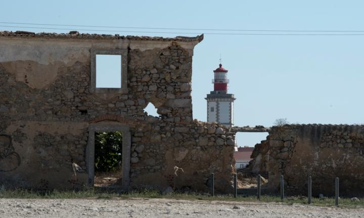 Ruinas e farol