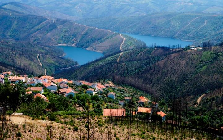 Vista das aldeias junto ao rio