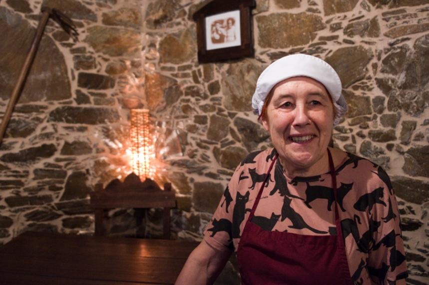 Ana Pires numa pausa do serviço de almoço no restaurante