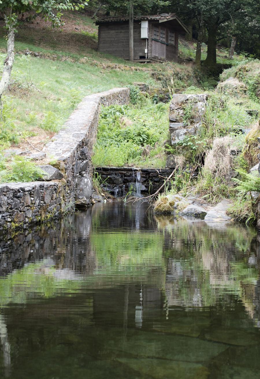 Piscina natural com a passagem da ribeira do Candal