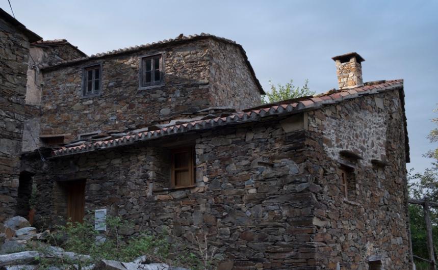 Algumas das casas têm dois pisos