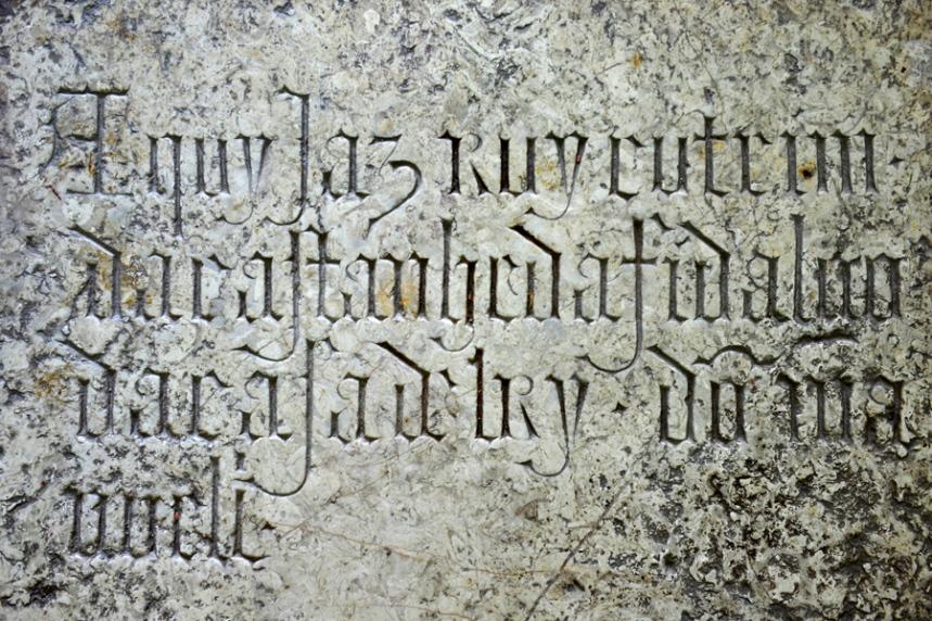 Inscrição na lápide de Ruy Cotrim
