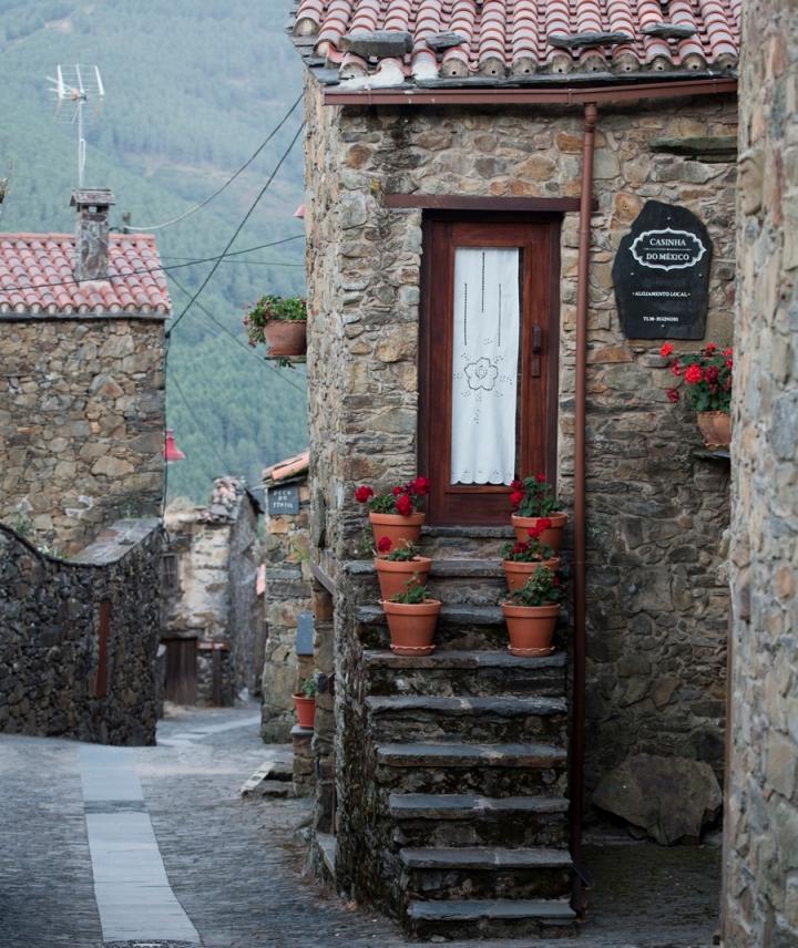 A rua que estrutura a aldeia