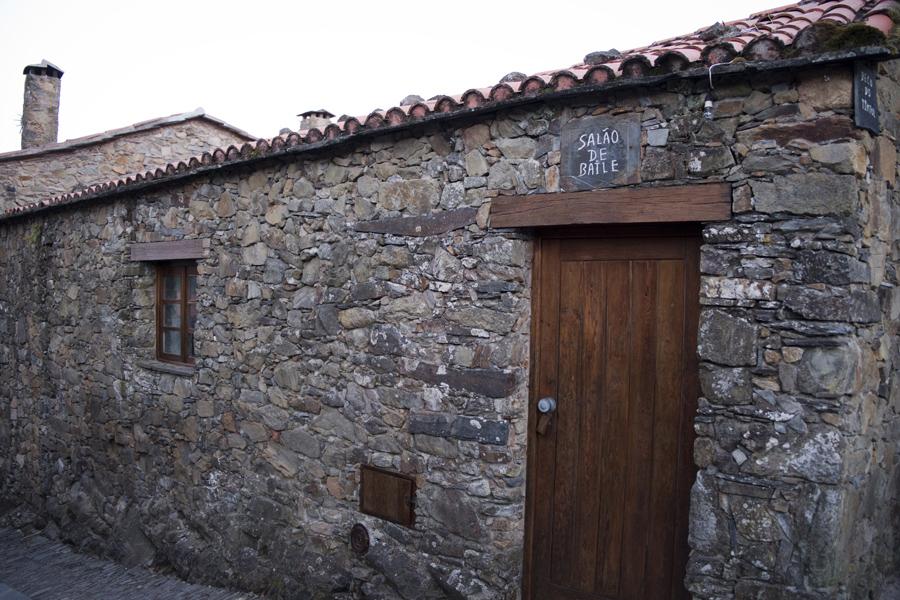 A aldeia ainda preserva alguns espaços de uso comum