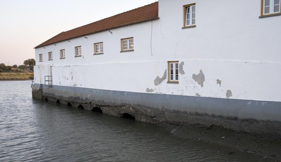 A casa com os canais para a passagem da água