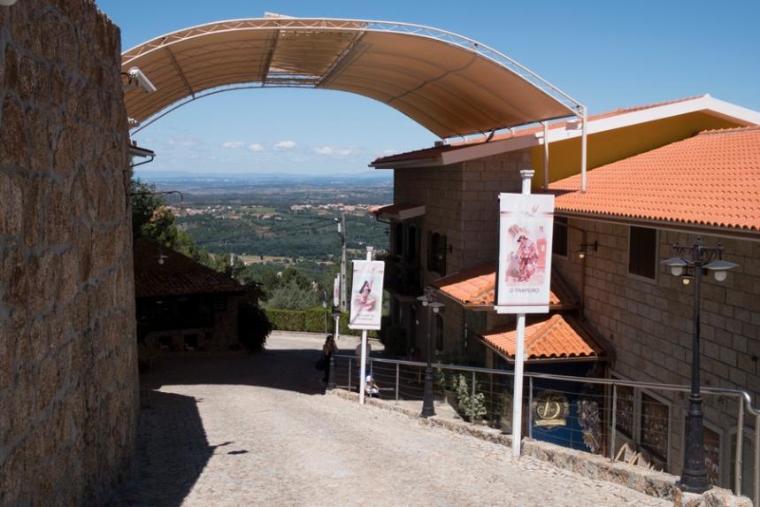 Entrada do Museu com vista para o planalto beirão