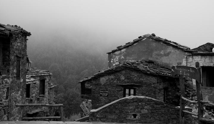 É frequente o nevoeiro o que acrescenta uma experiência à visita