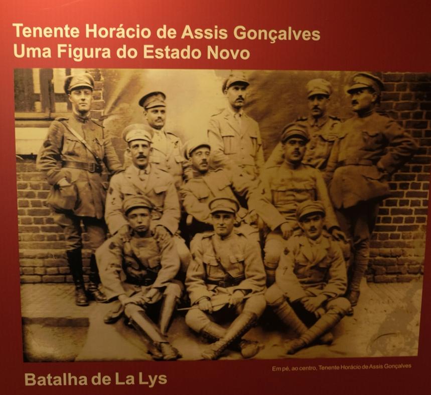 Foto de Horácio Assis Gonçalves (em pé e ao centro)