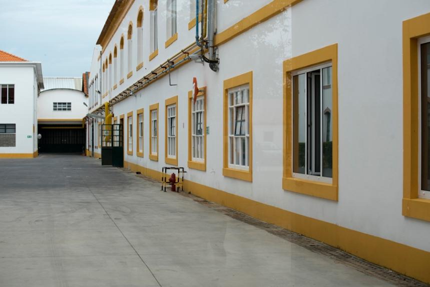 A fábrica fica ao lado do Museu
