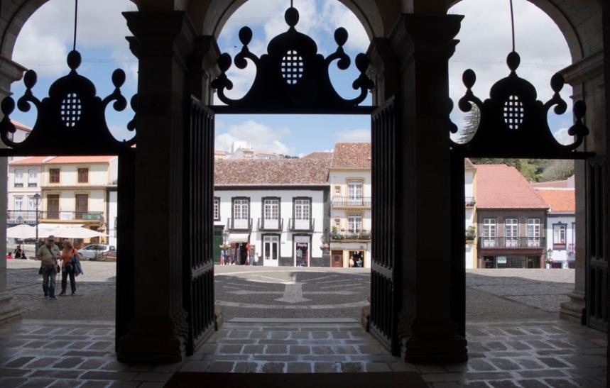 Porta da Sé Catedral e vista para a praça