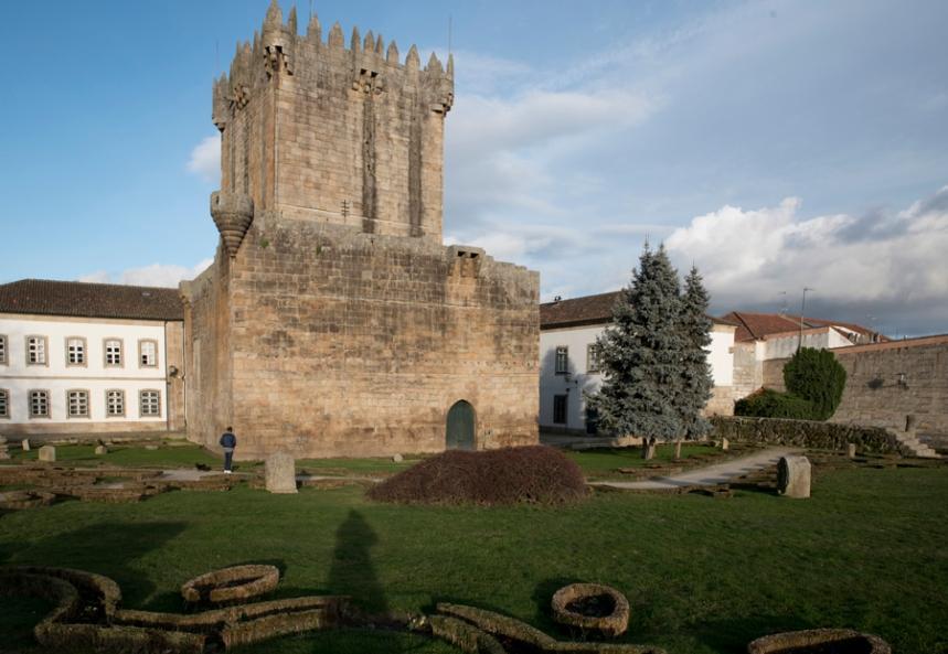 O castelo tem cinco pisos e funciona como Museu Militar