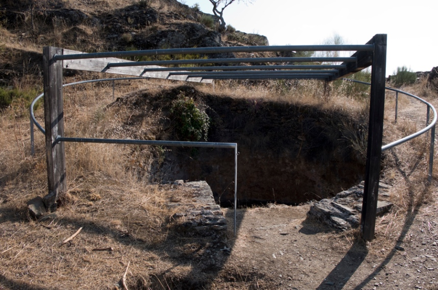 O poço que está no interior do castelo