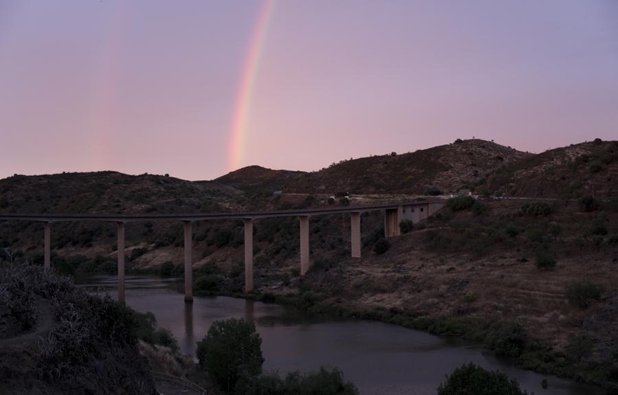 O acesso rodoviário é hoje muito fácil. No Guadiana deixou de haver aceso fluvial ao Mediterrâneo devido a uma barragem