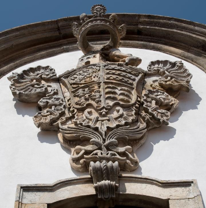 Brasão na fachada da Casa Grande