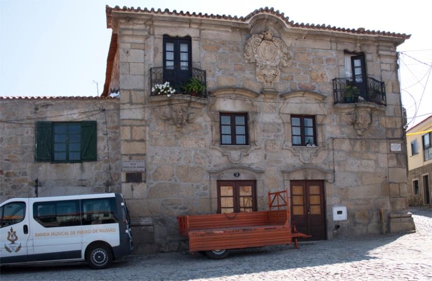 Casa apalaçada e também com brasão no Largo do Pelourinho