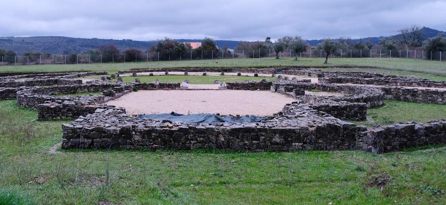 As ruínas estão numa zona agrícola