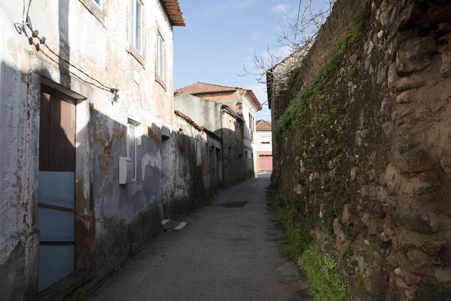 A casa onde nasceu Manuel Alves é a primeira do lado esquerdo