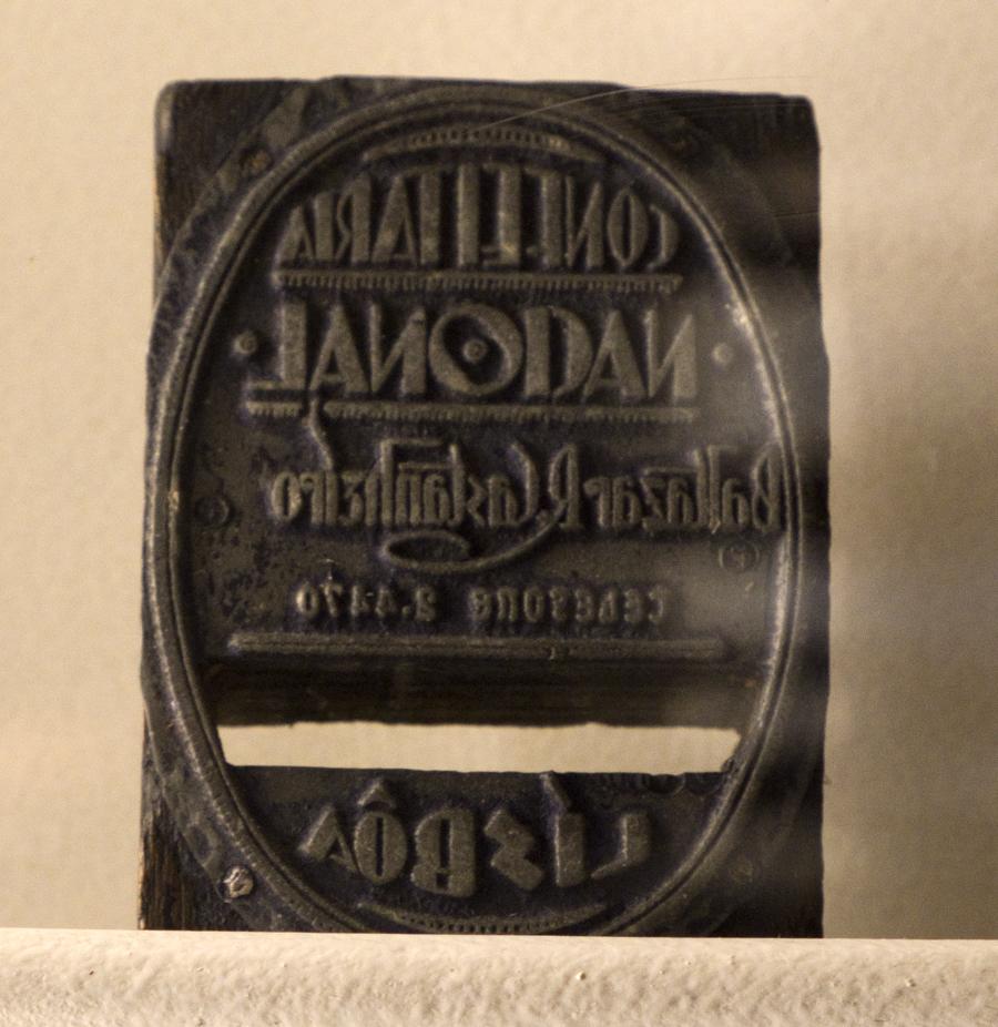 Carimbo antigo que está em exposição