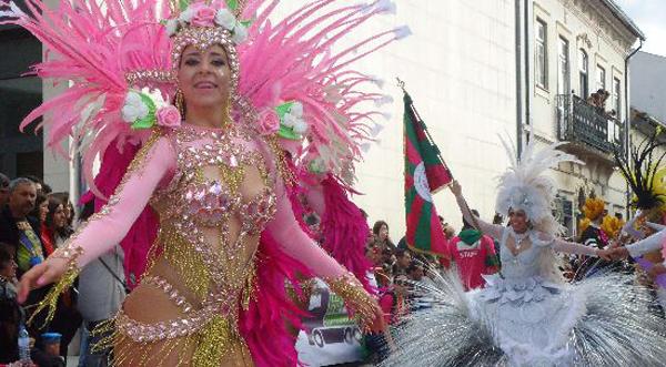 O desfile na rua origina maior proximidade