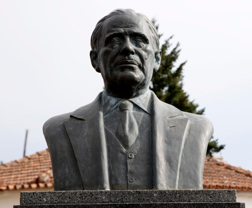 Estátua de Bissaya Barreto em Castanheira de Pera