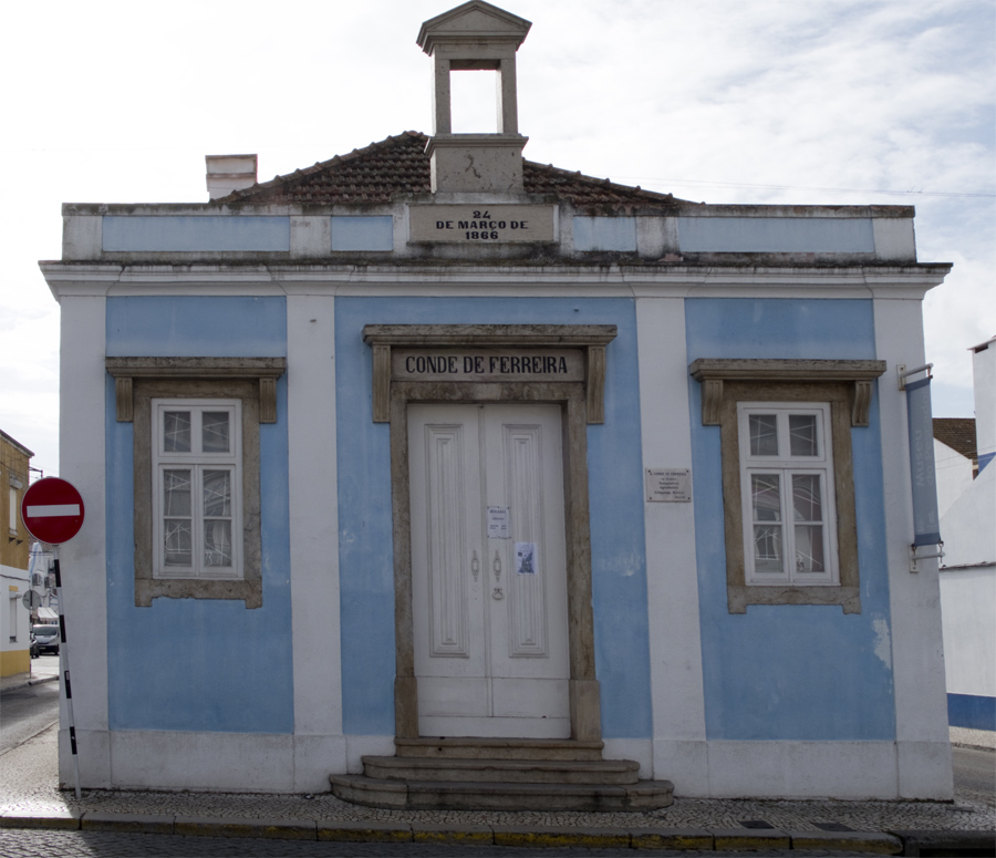Fachada da escola conde de Ferreira no Montijo