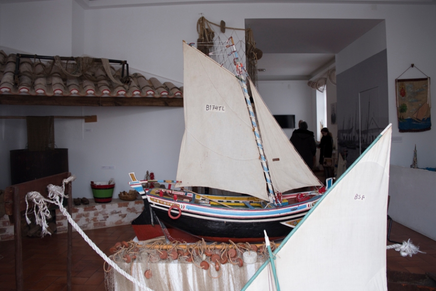 Interior da escola que foi adaptado para o Museu do Pescador