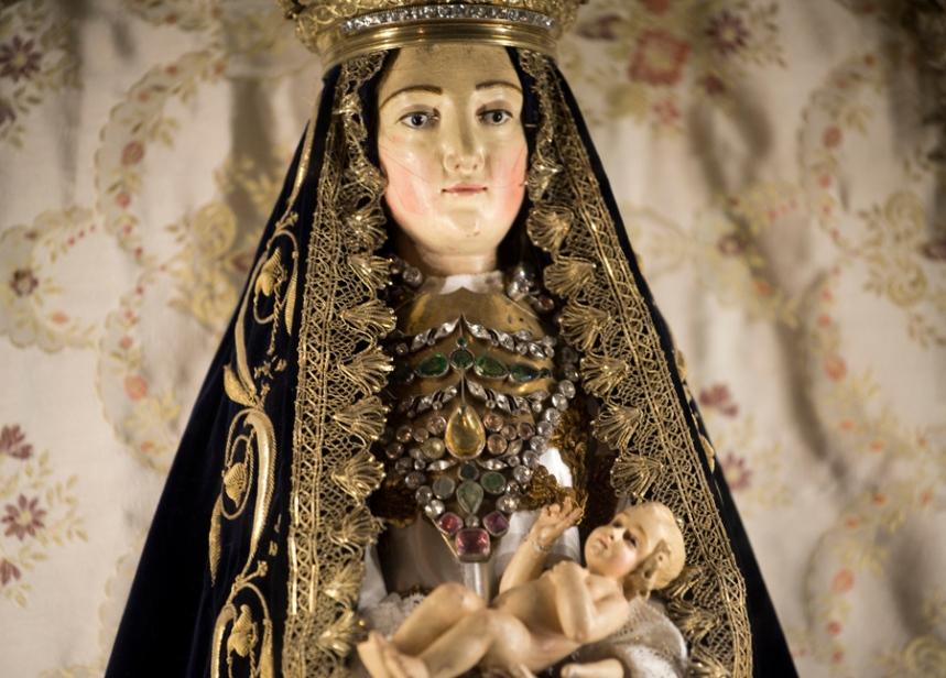 Imagem da Senhora da Lapa que está no interior da igreja