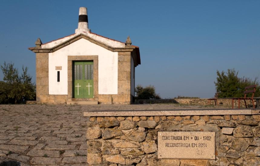 Capela de Santa Bárbara no alto de Algodres