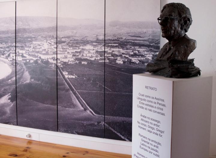 Busto de Vitorino Nemésio na Casa Museu na Cidade da Praia da Vitória