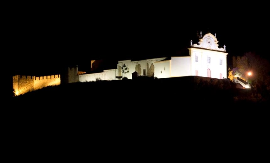 Castelo, igreja Matriz e cemitério onde está Manuel da Fonseca