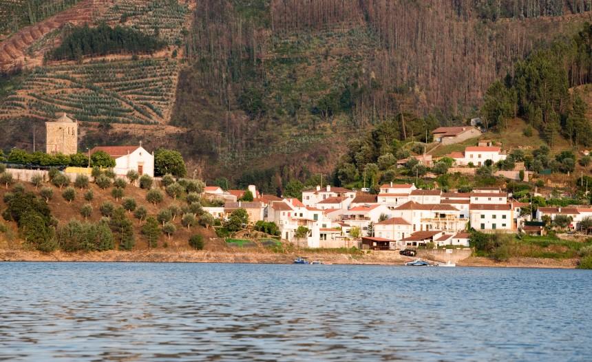 O rio Zêzere e vista para Dornes