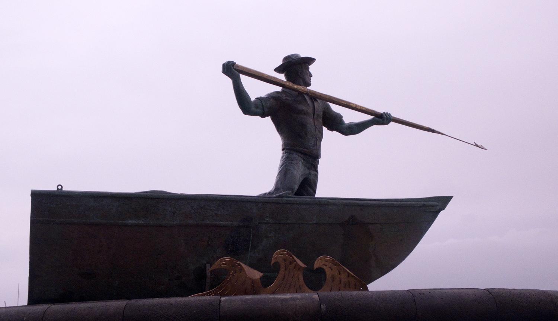 Estátua dedicada ao lançador do arpão