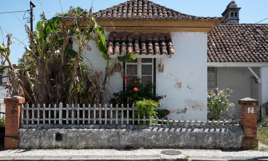 Casa do bairro ao lado da avenida entre o Camões e o Museu Ferroviário
