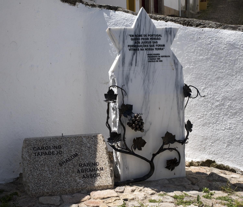 Evocação da perseguição aos judeus em Portugal junto à Fonte