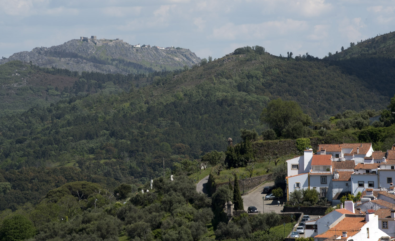 A judiaria e o castelo de Marvão visto do castelo de Castelo de Vide