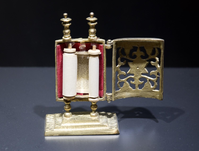 Miniatura de uma Torá
