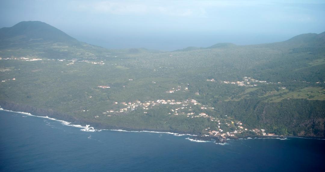 Vista aérea do Faial e da Caldeira